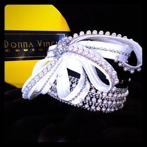 Elegant Donna Vinci hat